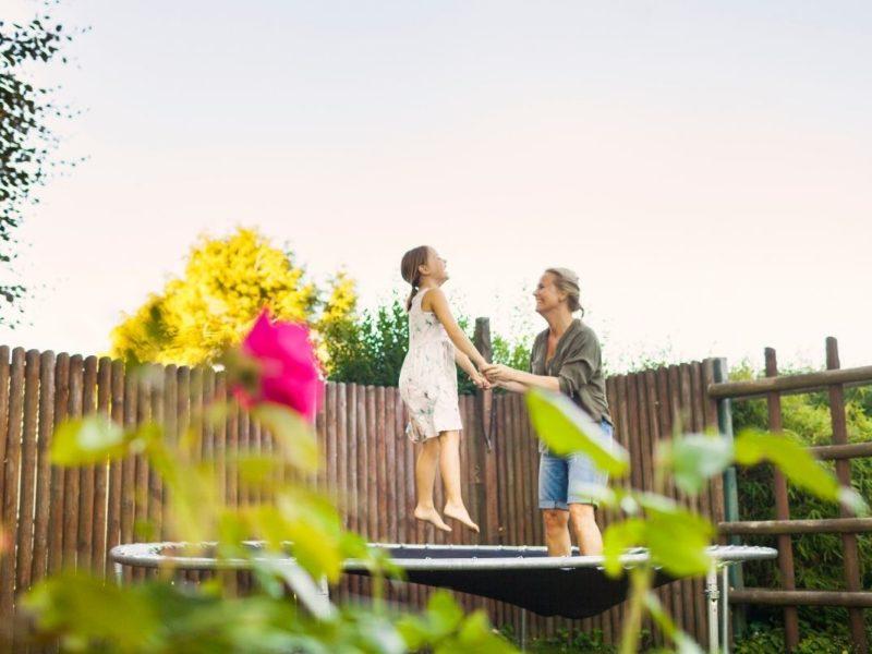 Warum ein Gartentrampolin in keinem Garten mit Kindern fehlen sollte